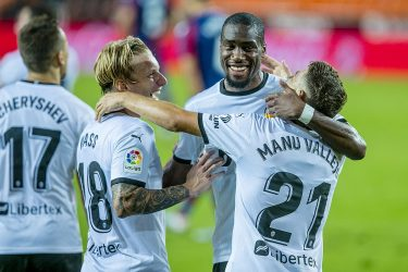 Perfect start for Gracia as Valencia edge Levante in six-goal thriller