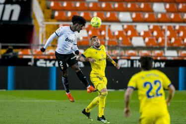 Valencia extend winless streak to 8 in 1-1 draw against Cadiz
