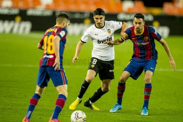 Misery, Mayhem and Mediocrity at the Mestalla: Valencia collapse to a shocking 2-3 defeat to Barcelona