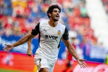 Guedes masterclass in comeback win sends Valencia top of LaLiga