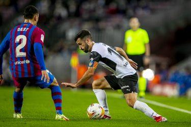Gallant Valencia downed by average Barca